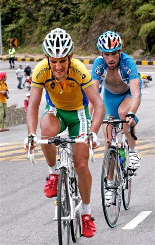 LTdL 2007 Genting stg 8 Race winner Charteau in yellow, Stage winner Jose SERPA