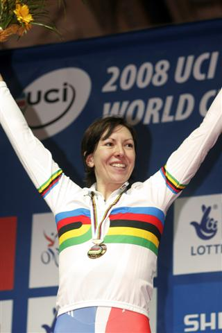Rebecca Romero Takes Gold at Womens Pursuit.